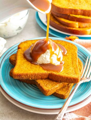 Pumpkin Pie French Toast is the perfect fall breakfast! Packed with all the flavors of a delicious pumpkin pie and easily made gluten free and dairy free. #glutenfree #pumpkin #frenchtoast