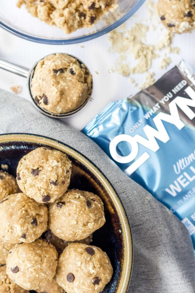 The ultimate Vegan and Gluten Free Energy Bites Recipe! Packed with plant based protein, healthy fats, and whole grain gluten free oats, these healthy energy bites taste like cookie dough.